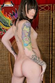 alternative tattooed hottie