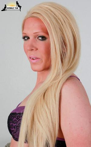 Sexy curvy blonde shemale - XXX Dessert - Picture 5
