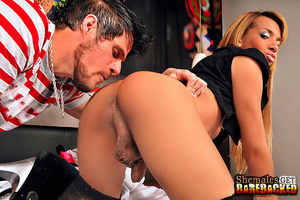 Tranny deep throats and takes it deep - XXX Dessert - Picture 2