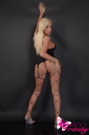 Sexy blonde tranny in black lingerie and - XXX Dessert - Picture 2
