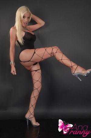 Sexy blonde tranny in black lingerie and - XXX Dessert - Picture 9