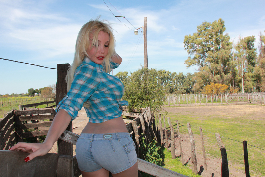 shemale country girls Naked