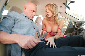 Teen driver has to suck old man cock to  - XXX Dessert - Picture 3