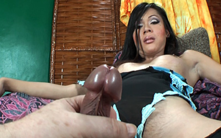 Hottie tranny loves to suck cock and balls