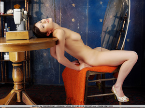 Spunky new model in her room late at nig - XXX Dessert - Picture 4