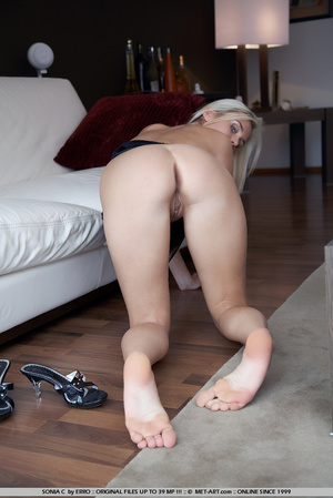 Waking up naked in someone elses house a - XXX Dessert - Picture 3
