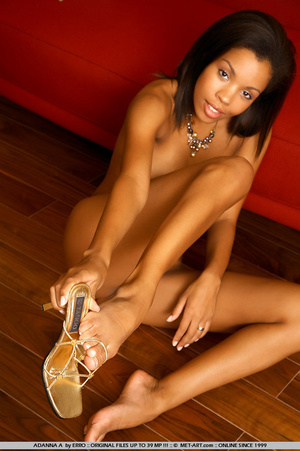 Beautiful model of color shows her wonde - XXX Dessert - Picture 3