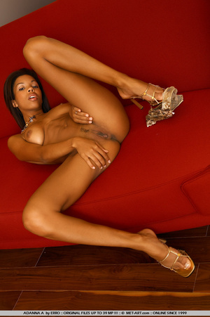 Beautiful model of color shows her wonde - XXX Dessert - Picture 10