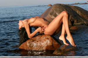 Exotic Lissa plays at the beach on the r - XXX Dessert - Picture 2