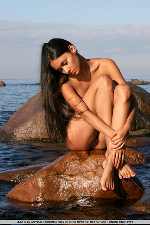 Exotic Lissa plays at the beach on the r - XXX Dessert - Picture 9