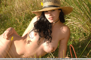 Big breasts and dark hair and an open fi - XXX Dessert - Picture 8