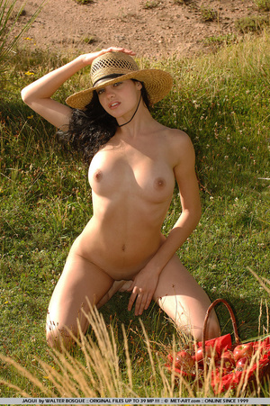 Big breasts and dark hair and an open fi - XXX Dessert - Picture 9
