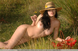 Big breasts and dark hair and an open fi - XXX Dessert - Picture 13