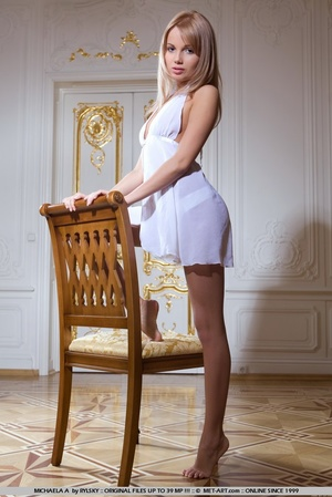 Young Russia maid with blonde hair a cle - XXX Dessert - Picture 18
