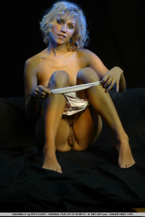 Model with short blonde hair and a plump - XXX Dessert - Picture 16