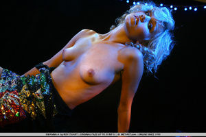 Model with short blonde hair and a plump - XXX Dessert - Picture 19