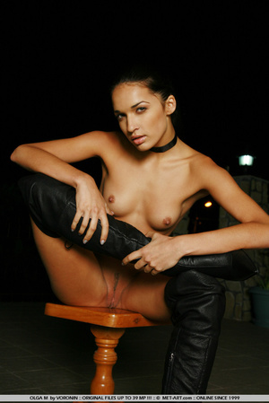 Tall dark haired bombshell is completely - XXX Dessert - Picture 4