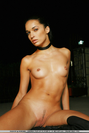 Tall dark haired bombshell is completely - XXX Dessert - Picture 9