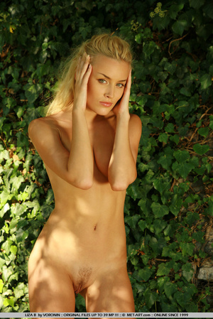Blonde haired Liza out in the driveway w - XXX Dessert - Picture 3