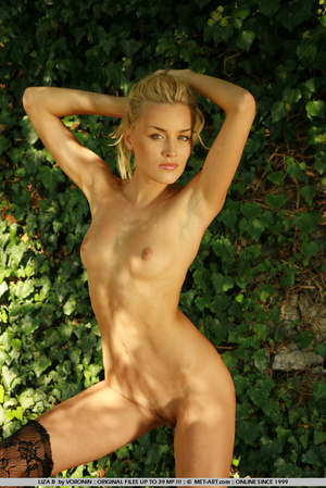 Blonde haired Liza out in the driveway w - XXX Dessert - Picture 6