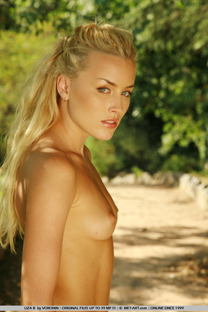 Blonde haired Liza out in the driveway w - XXX Dessert - Picture 18
