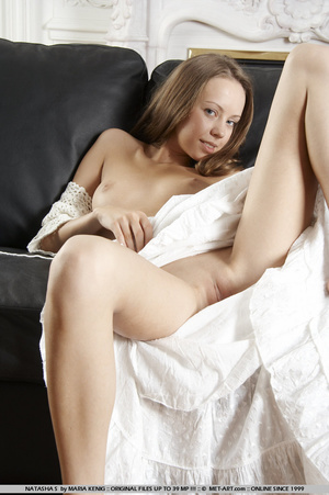 Lifting her white cotton dress reveals h - XXX Dessert - Picture 12