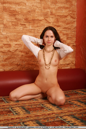 Flexible princess with thick brown hair  - XXX Dessert - Picture 9
