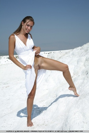 This hot woman is on the shore and on he - XXX Dessert - Picture 7