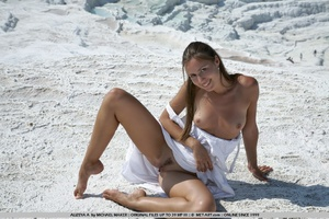 This hot woman is on the shore and on he - XXX Dessert - Picture 9