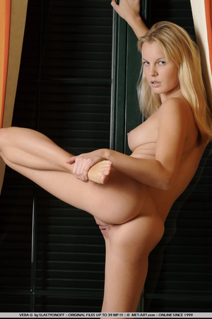 Vera is an amateur beauty with a giggly  - XXX Dessert - Picture 3