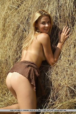 Cheerful and enthusiastic blonde posing  - XXX Dessert - Picture 6