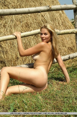 Cheerful and enthusiastic blonde posing  - XXX Dessert - Picture 14