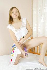 Hot teenie bends and shoves toy deep
