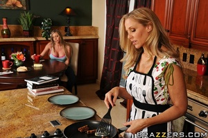 Julia and her daughter, Samantha are dis - XXX Dessert - Picture 5