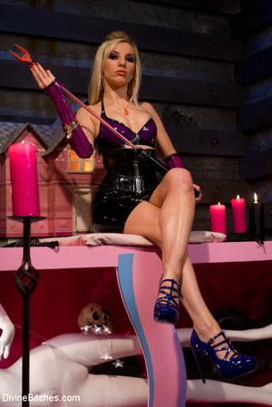 Perverted blonde babe dominates her ensl - XXX Dessert - Picture 8