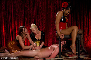 Three sultry dominant chicks using naked - XXX Dessert - Picture 7