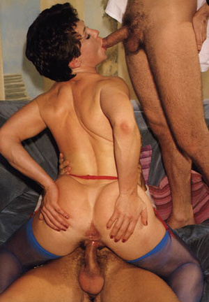 Sexy seventies lady loves two dicks at o - XXX Dessert - Picture 12