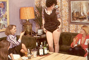 Four hairy seventies lesbians playing di - XXX Dessert - Picture 2