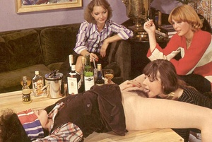 Four hairy seventies lesbians playing di - XXX Dessert - Picture 5