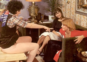 Four hairy seventies lesbians playing di - XXX Dessert - Picture 7