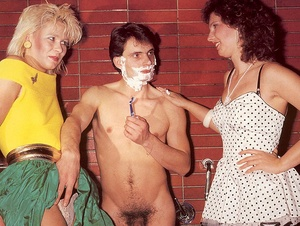 Lucky guy shaving a retro slit before he - XXX Dessert - Picture 2