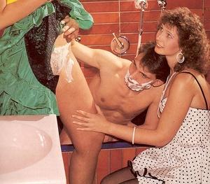 Lucky guy shaving a retro slit before he - XXX Dessert - Picture 4
