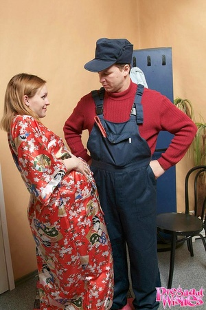 Skillful plumber licking pregnant redhea - XXX Dessert - Picture 2