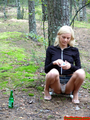 Exciting blonde teen peeing in the park - XXXonXXX - Pic 3