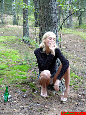 Exciting blonde teen peeing in the park - XXXonXXX - Pic 4