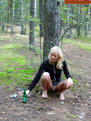 Exciting blonde teen peeing in the park - XXXonXXX - Pic 5