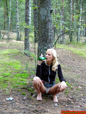 Exciting blonde teen peeing in the park - XXXonXXX - Pic 6