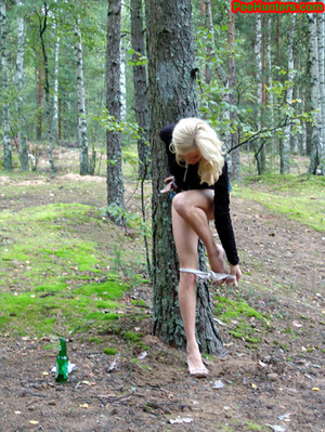 Exciting blonde teen peeing in the park - XXXonXXX - Pic 11