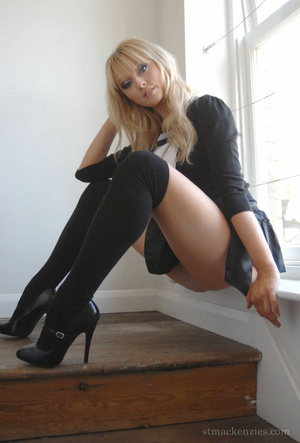 Awesome blonde Elle Parker exposes her p - XXX Dessert - Picture 8
