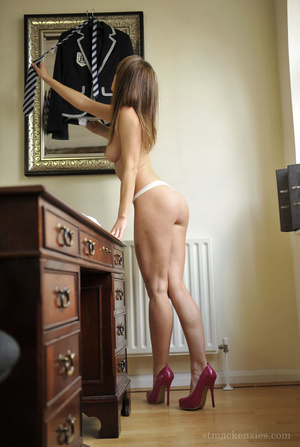 Perfect body babe with awesome legs in t - XXX Dessert - Picture 10